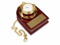 Часы «Магистр» с цепочкой на деревянной подставке, золотистый/красное дерево